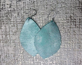 Turquoise shimmer Leather earrings