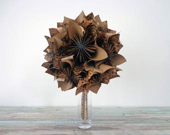 """Bouquet in origami style """"slow"""" on doilies"""