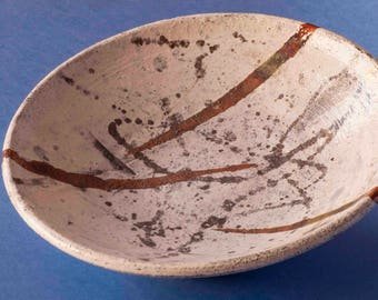 Dish of white raku with decoration in black and copper
