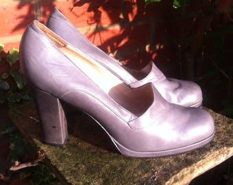 like new WOMAN SHES >> 2 different size feet! right size 39 1/2 left - size 381/2. Leather. Grey.