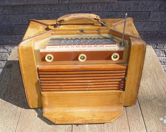 Rare 1951 Philco Tropic 3214 ~ Good Leather Cased Tube Radio