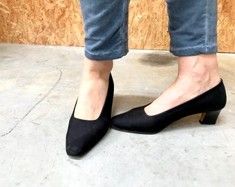 JB Martin vintage pumps / French shoes / low heel / black shoes / black pumps / satin pumps