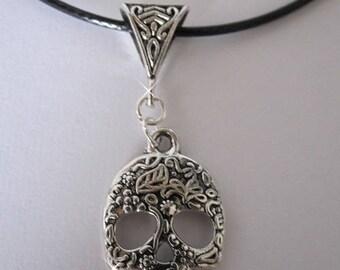 "Leather chain ""flowering skull"" Silver Pendant"