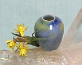 Dollhouse Scale Miniature Dawn Before Daybreak Art Vase in Porcelain with Daffodil Flowers