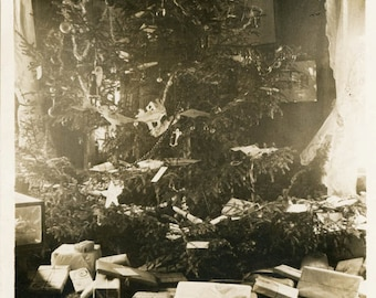 vintage photo 1915 Old Fashioned Christmas Xmas TRee Gifts Paper Wrap Presents