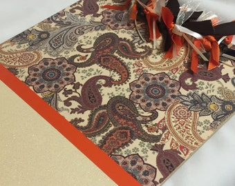 GLITTERED PAISLEY CLIPBOARD