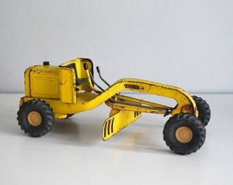 Tonka Road Grader, 1960s Mini Tonka, Pressed Steel Tractor, Tonka Construction, Vintage Metal Toys, Rare Yellow Truck, Retro Vehicle