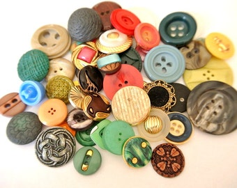 50 Antique and vintage plastic buttons, 50 designs in great price / 5