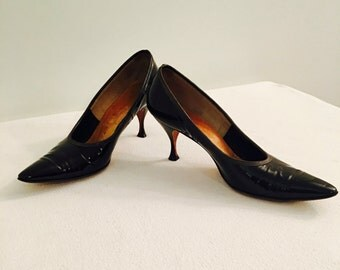 Vintage 1950's Black Patent Leather Size 7 Neiman Marcus Pointy Shoes