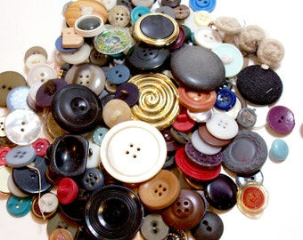 Vintage Mixed Buttons x 200 pieces, Used Garment Buttons, Buttons for Crafts, 50% Off Sale