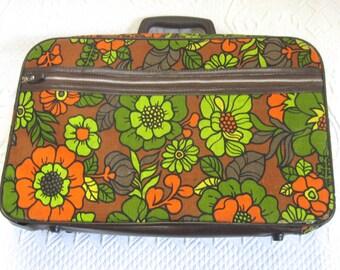 vintage luggage .flower power suitcase . overnight case . 70s flower power . Bantam traveler . bantam suitcase . retro travel