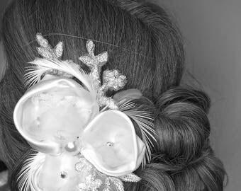 Bridal  Ivory wedding hair Piece, Wedding hair accessories, Feathers Birdcage Veil Ivory headpiece fascinator ,rhinestones and feathers
