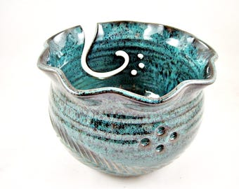 Pottery yarn bowl, Knitting bowl, yarn holder, handmade pottery and ceramic - In stock