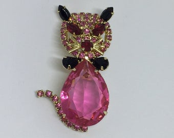 Alice Caviness Rose Pink Belly Cat Brioch Pin