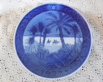 """LN  Vintage 1972 Royal Copenhagen Denmark """"In the Desert"""" Osterland Collectible Christmas Plate Blue Glaze on White Porcelain Magi Wise Men"""