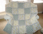Giraffe baby rag quilt in yellow and greys