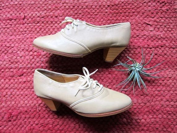 70s Leather Lace Up Oxfords Wooden Heel Shoes Minimal Beige High Heel Oxfords Preppy School Girl Shoes Zodiac Shoes Womens size 7