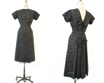 50s Dress Cutout Small / 1950s Eyelet Bow Back Dress / Wiggle Away Dress