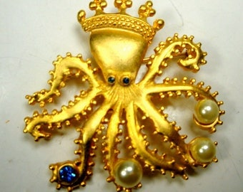 Octopus KING Rhinestone Gold Brooch, 1990s, Blue Eyes, Pearls in His Tentacles Brooch, Ocean Denizen, Mermaids Friend, Fathers Day, Nautical