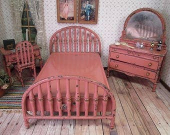"Arcade Vintage Iron Dollhouse Furniture - Bedroom Set in Pink Enamel - 1 1/2"" Scale"