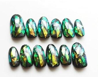 Shattered glass nail, glass nail art, broken glass nail, glass horoglam nail, false nails, hottest nail art trend, cool nail, trendy nails,