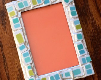 Retro Picture Frame (holds a 4 x 6 photograph)