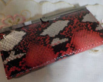 Vintage and stylish - Clutch - Clip Closure -Faux Leather - Abstract colors - Black - Red - Silver