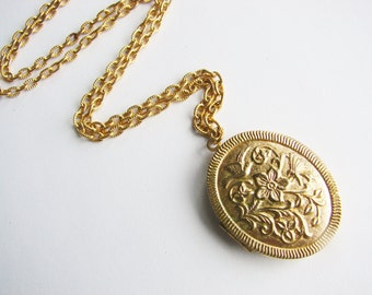 Vintage Gold Victorian style locket with flower and hummingbird detail (J2)