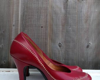 1940s Deep Red leather baby doll pump heels with decorative white stitching and round cut-out all round