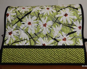 Quilted Sewing Machine Cover, Green and Black with White Daisies