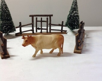 Vintage Celluloid Cow for Christmas Putz Display (0-196)