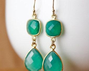 CHRISTMAS SALE Gold Green Onyx Teardrop Earrings - May Birthstone - Emerald