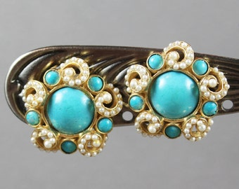 De Nicola 1950s Turquoise and Pearl Round Golden Clip On Vintage Earrings