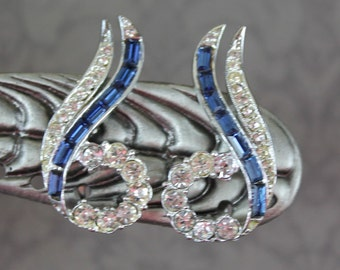 Vintage Blue Baguette and Clear Rhinestone Cuved Clip On Earrings