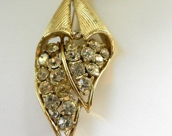 Early 1950 JEWELCRAFT by Coro foliage brooch, large clear chatons on a soft gold plating setting - Art.573/4 -