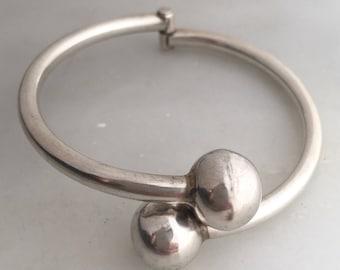 Vintage Modernist Sterling Silver Bypass Ball Hinged Bracelet