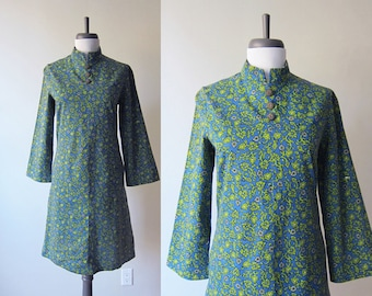 Vintage 1960s Dress / Blue Lime Green Mod Paisley Print Cotton Mini Dress / Size Extra Small / Size Small