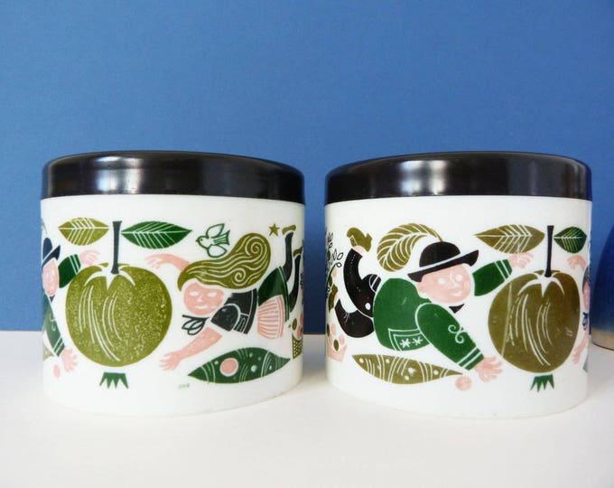 2 vintage plastic pots
