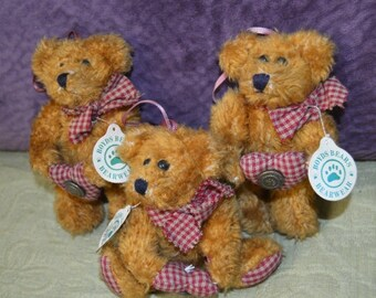 3 Vintage 1990 Boyds Bears Collection  Bearware Teddy Bear with all tags Plus Boyds Bear Paw Button Country Folk Art
