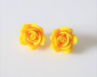 40% OFF SALE Vintage Sunny Yellow Rose Floral Earring Set / Costume Jewelry Earrings
