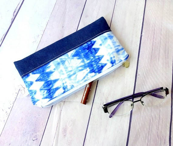Shibori blue zipper pouch, white blue cosmetic pouch, pencil pouch, pen holder, bag organizer, denim pouch
