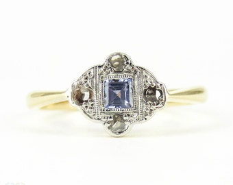 Vintage Sapphire & Diamond Engagement Ring, Oval Cut Blue Sapphire in Engraved Art Deco Setting. Circa 1920s, 9ct PLAT.