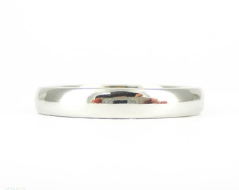 Narrow Women's Platinum Wedding Ring. 3 mm Court Comfort Fit Wedding Band, Size K.25 / 5.5, 4.05 grams.
