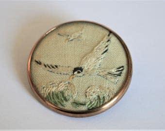 Vintage bird brooch.  Seagull brooch. Embroidered bird brooch. Vintage jewellery