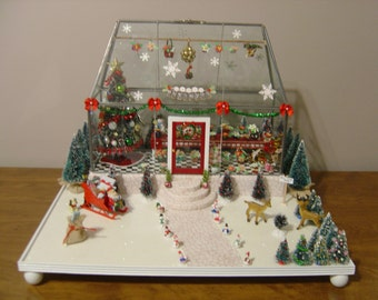 Miniature Christmas Greenhouse Room Box with Lighted Tree 1:24 Scale