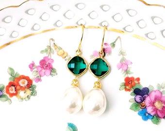 Emerald and pearl earrings Pearl drop earrings Green earrings Bridal pearl teardrop earrings Pearl dangle earrings Bridesmaid earrings Gift