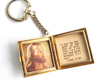 "Vintage Brushed Gold Locket Key Chain Fob - Hinged Photo Book - Religious - Praying Hands - Jesus  - Galatians 2:20 - Rare - 1 1/2"" Square"