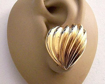 Avon Large Pleated Hearts Clip On Earrings Gold Tone Vintage 1994 Deep Rib Swirl Lined Big Buttons