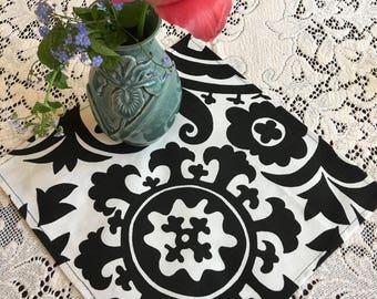 Napkins #1452, Napkins, Cloth Napkins, Table Linens, Fabric Napkins,Black and White Napkins, Napkin Set, Set of 12 Napkins, Table Setting