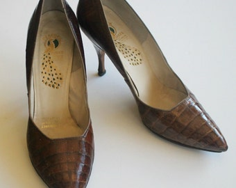 Stuning Vintage 1960's Alligator PUMPS...Peacock Shoes...Size 7.5...Gorgeous!